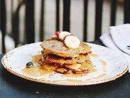 Рецепта Американски палачинки с фъстъчено масло и сос от фъстъчено масло